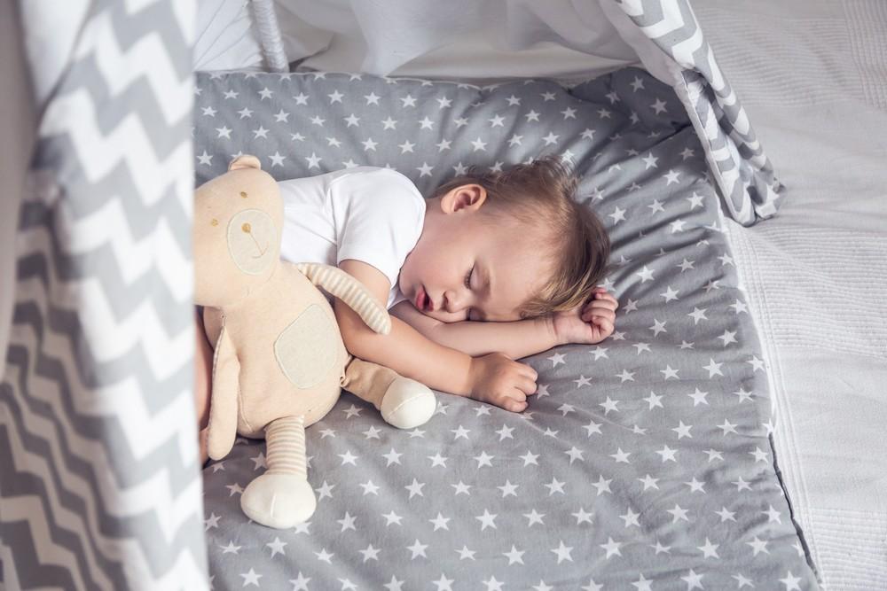 Спим всю ночь. Когда малыш не будет просыпаться ночью?
